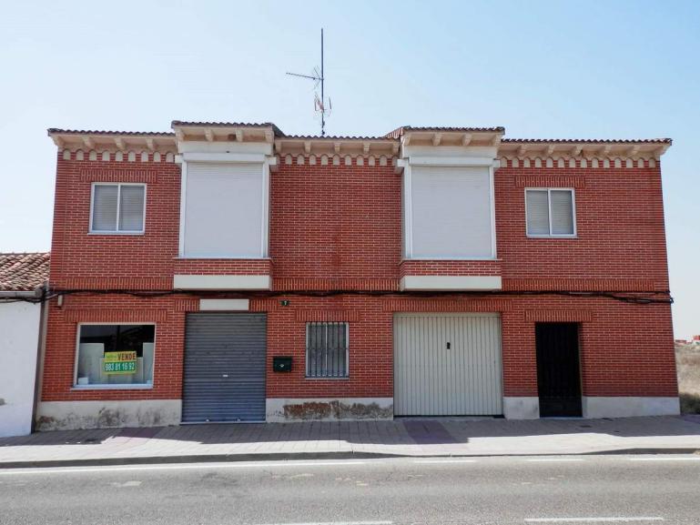 Casa y Local en Villaverde de Medina