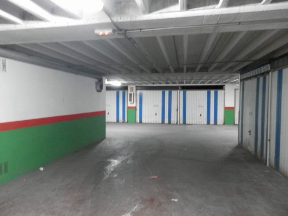 Cochera cerrada calle zamora fincasol inmobiliaria for Inmobiliaria 10 soles