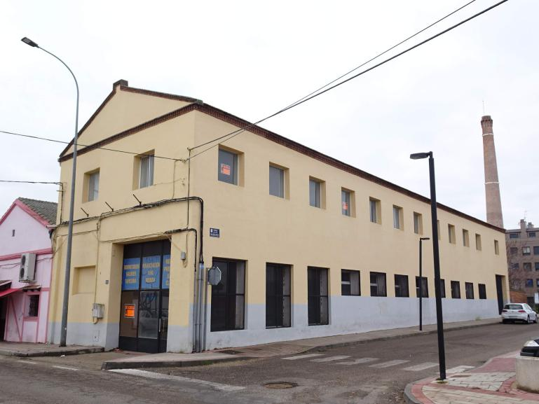 Alquiler Nave- Local comercial calle Valladolid