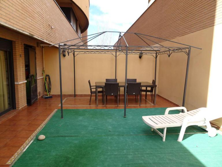 Venta piso seminuevo con patio de 40 m2