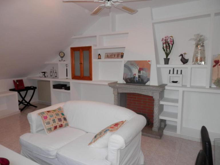 Alquiler ático de 2 dormitorios con garaje en Plaza Segovia