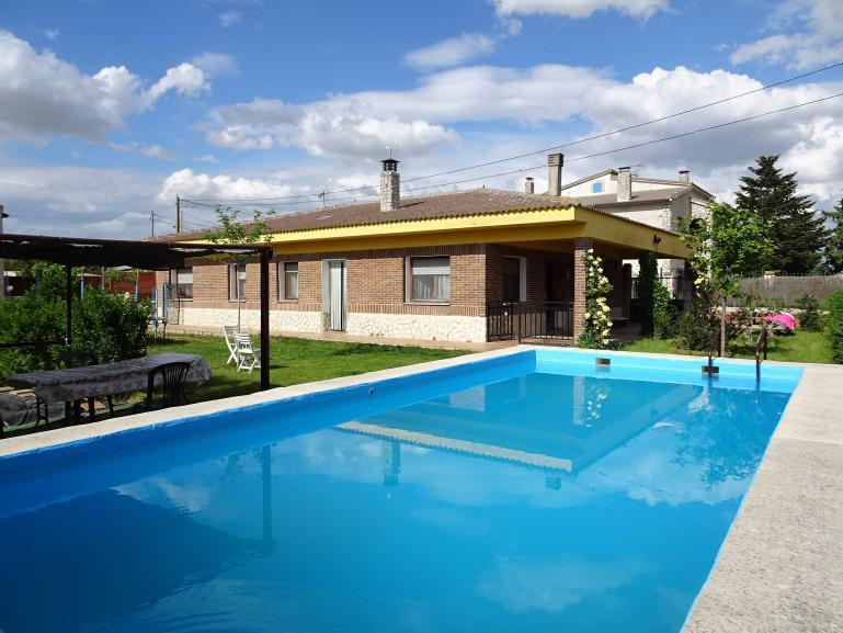 Venta casa con parcela de 1023 m2 en Pozal de Gallinas