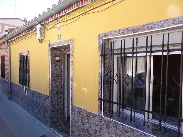 Casa molinera en calle Mariana de Paz